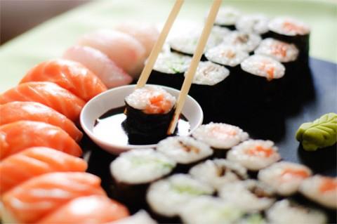 Buffet do casamento com comida japonesa