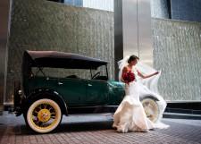 Chegando em grande estilo: carro da noiva
