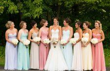 Escolhendo a cor dos vestidos das madrinhas